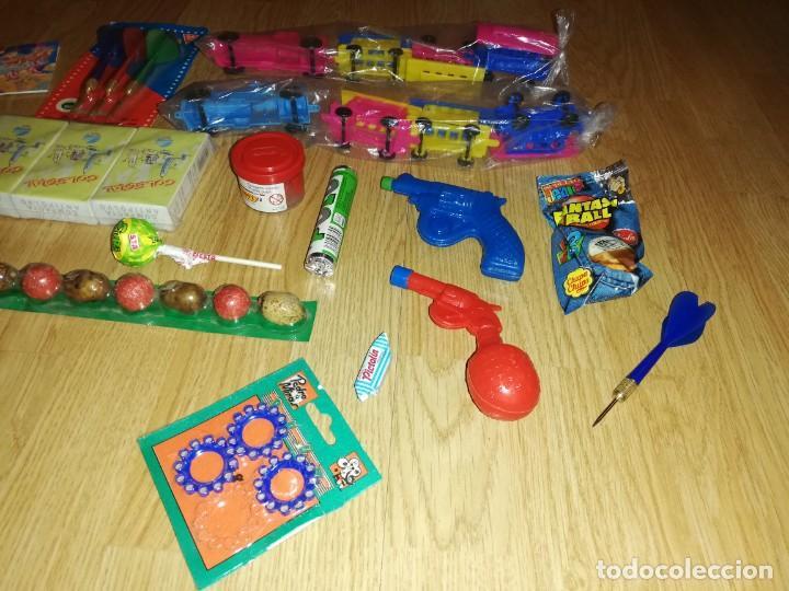 Juegos antiguos: Lote de juguetes y artículos años 80 kiosko, era EGB, cheiw, boomer, años 70,años 90,dunkin - Foto 2 - 187461740
