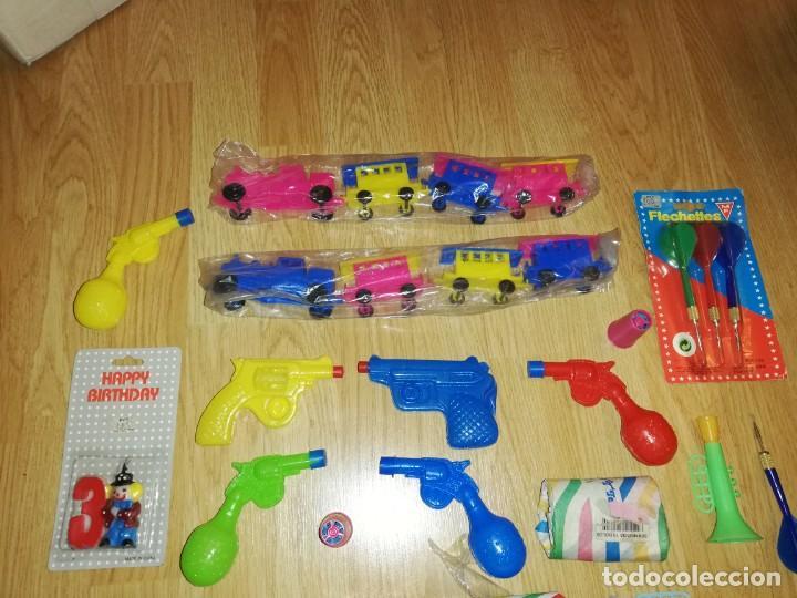 Juegos antiguos: Lote de juguetes y artículos años 80 kiosko, era EGB, cheiw, boomer, años 70,años 90,dunkin - Foto 2 - 187462958