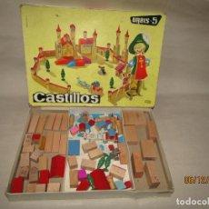 Juegos antiguos: ANTIGUO JUEGO DE CONSTRUCCION INFANTIL URBIS-5 CON CASTILLOS DE GOULA. Lote 187959780