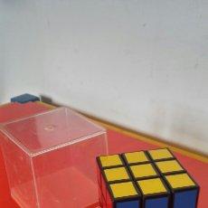 Juegos antiguos: CUBO DE RUBIK (5,5 CM).IMPORTACIÓN 80S.NUEVO EN CAJA.. Lote 207107282