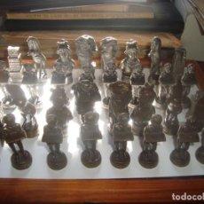Giochi antichi: JUEGO DE AJEDREZ DE METAL PESADO,FIGURAS ROMANOS TARRAGONA, PATRIMONIO DE LA HUMANIDAD. Lote 245731800