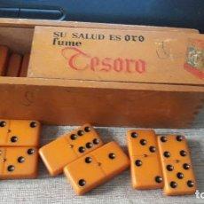 Juegos antiguos: ANTIGUO DOMINO DE COLOR NARANJA. Lote 194697275