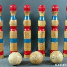 Juegos antiguos: JUEGO 6 BOLOS DE MADERA Y 3 BOLAS AÑOS 40 - 50. Lote 198219378