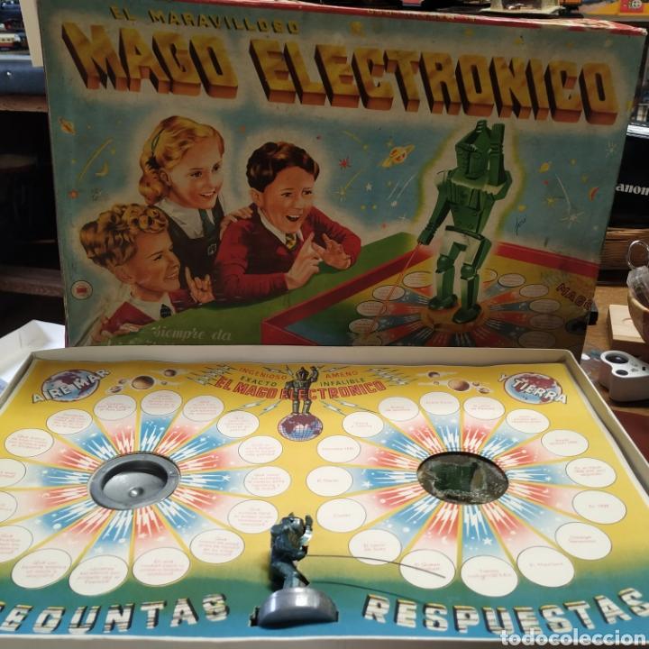 MAGO ELECTRÓNICO , SIEMPRE DA LA RESPUESTA.DE 1957 (Juguetes - Juegos - Otros)