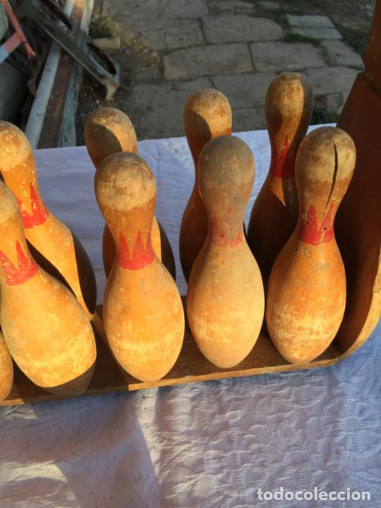 Juegos antiguos: Antiguo juguete juego de billas de madera con soporte y bola de madera marca Bowling años 50 - Foto 3 - 230787795