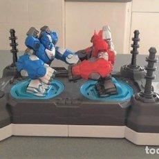 Juegos antiguos: JUGUETE ROBOT DE COMBATE PK. 2 JUGADORES. Lote 233065040