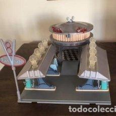 Juegos antiguos: CAFÉ V8 DE FLO´S CARS RAYO MACQUEEN. Lote 233065850