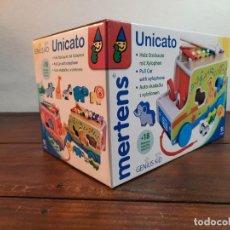 Juegos antiguos: UNICATO (COCHECITO CON XILOFONO) - 9 PIEZAS - MERTENS - ART. 84088 (NUEVO A ESTRENAR). Lote 241627715