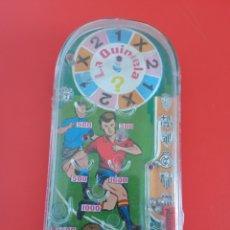Juegos antiguos: BILLARÍN DE BOLSILLO FÚTBOL LA QUINIELA (14X7). PIQUÉ 70S.NUEVO.. Lote 255502585