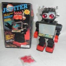 Juegos antiguos: ROBOT JUPITER. FUNCIONAMIENTO A PILAS, DISPARA 4 MISILES, CON MOVIMIENTO, PANTALLA ILUMINADA, SONIDO. Lote 288623308