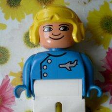 Juegos construcción - Lego: FIGURA LEGO DUPLO, PILOTO AVIÓN CASCO AMARILLO. Lote 36700802