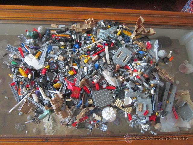 GRAN LOTE DE PIEZAS DE CONSTRUCCIÓN LEGO VARIADAS. (Juguetes - Construcción - Lego)