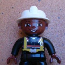 Juegos construcción - Lego: FIGURA LEGO DUPLO BOMBERO NEGRO, FIREMAN . Lote 51504409