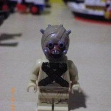 Juegos construcción - Lego: LEGO STAR WARS 1 MINIFIGURA ORIGINAL DEL SET 75081 - TUSKEN RAIDER - MINI FIGURA MORADOR ARENAS. Lote 68579549