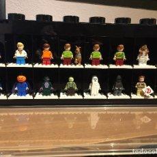 Juegos construcción - Lego: LEGO DISPLAY 16 MINIFIGURAS NEGRO. Lote 44433219