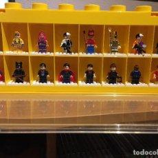 Juegos construcción - Lego: LEGO DISPLAY 16 MINIFIGURAS AMARILLO. Lote 80385729
