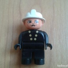 Juegos construcción - Lego: LEGO DUPLO -- MUÑECO -- BOMBERO -- NEGRO, GORRO Y BOTONES BLANCOS. Lote 96837515