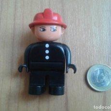 Juegos construcción - Lego: LEGO DUPLO -- MUÑECO -- BOMBERO -- NEGRO Y ROJO, BOTONES BLANCOS. Lote 96837707
