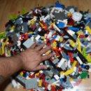 Juegos construcción - Lego: ENORME LOTE PIEZAS LEGO CASI 5 KG EPOCAS VARIADAS RUEDAS +MUÑECOS+CABALLOS COLECCION. Lote 102598499