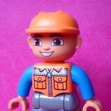 Juegos construcción - Lego: FIGURA LEGO DUPLO OBRERO CASCO NARANJA . Lote 112881515