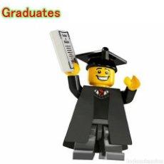 Juegos construcción - Lego: MINIFIGURA GRADUADO CON TOGA Y ACCESORIOS COMPATIBLE. Lote 195163867