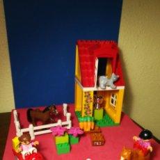 Juegos construcción - Lego: LEGO DUPLO TOWN REF. 4974 HORSE STABLES SET COMPLETO. Lote 135262582