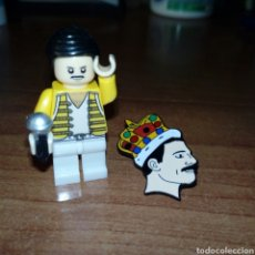 Juegos construcción - Lego: FREDDIE MERCURY LEGO COMPATIBLE+ LLAVERO+ 2 PIN. Lote 143869922