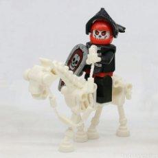 Juegos construcción - Lego: JUEGO DE TRONOS,2 ESQUELETOS CON CABALLO LEGO COMPATIBLE. Lote 147705984