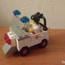 Juegos construcción - Lego: COCHE AMBULANCIA PIEZAS FIGURITA LEGO PARA COMPLETAR. Lote 153775774