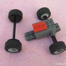 Juegos construcción - Lego: LOTE DE 4 RUEDAS LEGO CON EJES Y MOTOR DE FRICCIÓN.. Lote 156642110