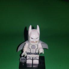 Juegos construcción - Lego: FIGURA BATMAN BLANCO TIPO LEGO. Lote 175148534