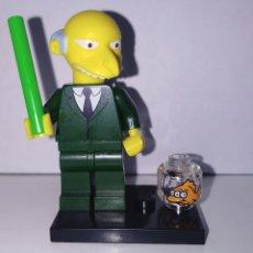 Juegos construcción - Lego: FIGURA DE LEGO MR BURNS / MONTGOMERY BURNS. FIGURA ORIGINAL DE LEGO CON ACCESORIOS. SUELTA,EN BOLSA.. Lote 180952871
