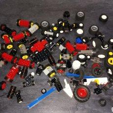 Juegos construcción - Lego: GRAN LOTE LEGO RUEDAS NEUMÁTICOS RESTO COCHE VEHÍCULOS LO Q SE VE EN LA FOTO. Lote 184784081