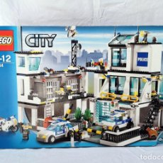 Juegos construcción - Lego: LEGO 7744 COMISARÍA DE POLICÍA, COMPLETO AÑO 2008 MUY BUEN ESTADO. Lote 208130301