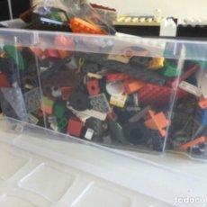 Juegos construcción - Lego: CONTENEDOR CON CIENTOS DE PIEZAS DE LEGO. Lote 210821120