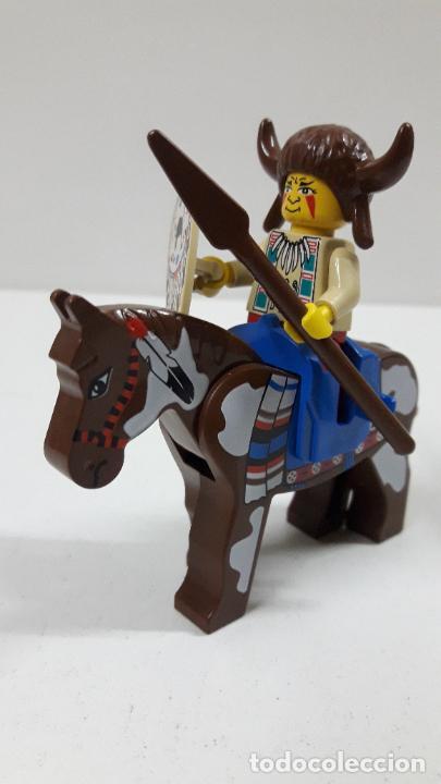 Juegos construcción - Lego: JEFE INDIO CON LANZA Y ESCUDO A CABALLO . ORIGINAL DE LEGO - Foto 2 - 222646130