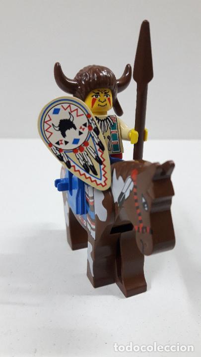 JEFE INDIO CON LANZA Y ESCUDO A CABALLO . ORIGINAL DE LEGO (Juguetes - Construcción - Lego)