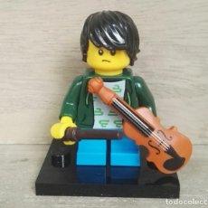 Juegos construcción - Lego: MINIFIGURAS LEGO SERIE 21 CHICO CON VIOLÍN. Lote 260818730