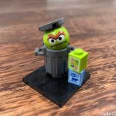 Juegos construcción - Lego: OSCAR EL GRUÑON MINIFIGURA BARRIO SESAMO. Lote 252656270