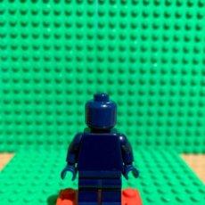 Juegos construcción - Lego: LEGO MINIFIGURA MONOCROMA CON PIEZAS ORIGINALES DE LEGO - FIGURA COLOR AZUL OSCURO. Lote 252820930