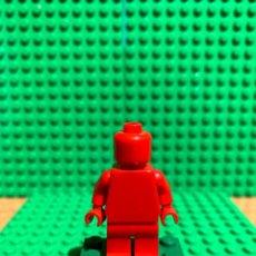 Juegos construcción - Lego: LEGO MINIFIGURA MONOCROMA CON PIEZAS ORIGINALES DE LEGO - FIGURA COLOR ROJO. Lote 252821400