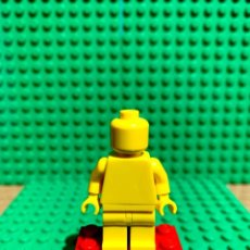 Juegos construcción - Lego: LEGO MINIFIGURA MONOCROMA CON PIEZAS ORIGINALES DE LEGO - FIGURA COLOR AMARILLO. Lote 252822840