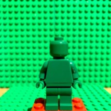 Juegos construcción - Lego: LEGO MINIFIGURA MONOCROMA CON PIEZAS ORIGINALES DE LEGO - FIGURA COLOR VERDE CLARO. Lote 252824880