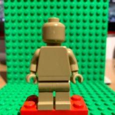 Juegos construcción - Lego: LEGO MINIFIGURA MONOCROMA CON PIEZAS ORIGINALES DE LEGO - FIGURA COLOR TOSTADO OSCURO. Lote 252825275
