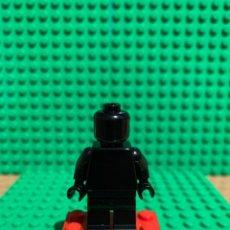 Juegos construcción - Lego: LEGO MINIFIGURA MONOCROMA CON PIEZAS ORIGINALES DE LEGO - FIGURA COLOR NEGRO. Lote 252825420