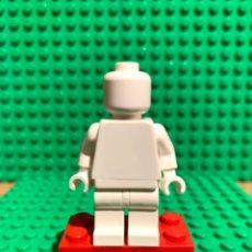 Juegos construcción - Lego: LEGO MINIFIGURA MONOCROMA CON PIEZAS ORIGINALES DE LEGO - FIGURA COLOR BLANCO. Lote 252825525