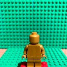 Juegos construcción - Lego: LEGO MINIFIGURA MONOCROMA CON PIEZAS ORIGINALES DE LEGO - FIGURA COLOR DORADO. Lote 252825725