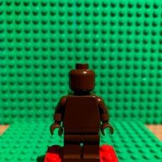 Juegos construcción - Lego: LEGO MINIFIGURA MONOCROMA CON PIEZAS ORIGINALES DE LEGO - FIGURA COLOR MARRON. Lote 252826540