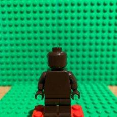 Juegos construcción - Lego: MINIFIGURA MONOCROMA PIEZAS ORIGINALES DE LEGO COLOR MARRON OSCURO. Lote 252826885