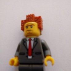 Jeux construction - Lego: FIGURITA KEGO DE PERSONAJE CON TRAJE. Lote 269008704